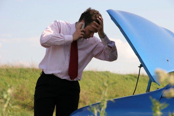 Mit tehet, ha az indulás előtt romlik el az autó?