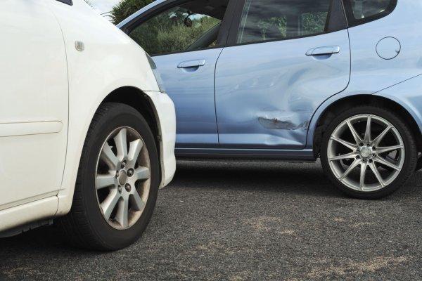 Mi van, ha baleseted lesz bérelt autóval?