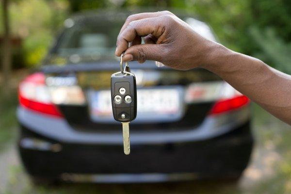 Mi van, ha nem tudok elmenni a bérelt autóért?