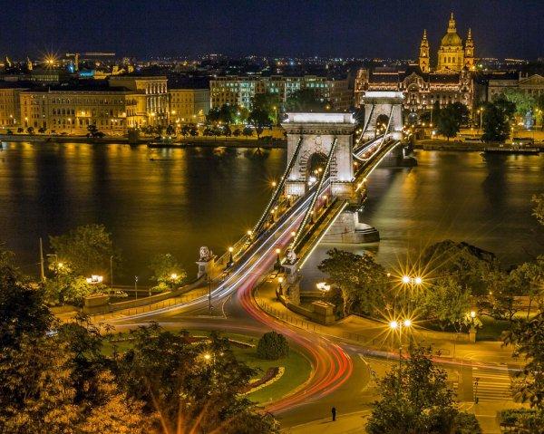 Budapesti városnézés bérautóval