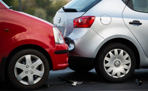 Koccanás vagy baleset bérautóval. Mi a teendő?